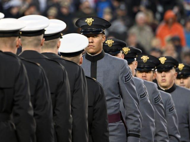 Undersökningen hittar handsignaler som blinkade på Army-Navy-spelet var inte rasistiska på grund av naturligtvis