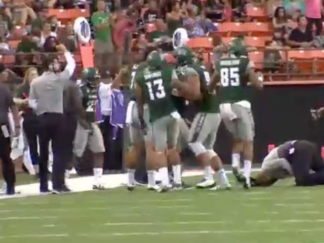 Hawaii Assistant Coach Breaks Wrist While Celebrating Blocked Field Goal