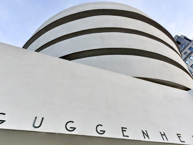 Giữa những chỉ trích và tranh cãi, Bảo tàng Guggenheim thuê Người quản lý đen toàn thời gian đầu tiên của nó
