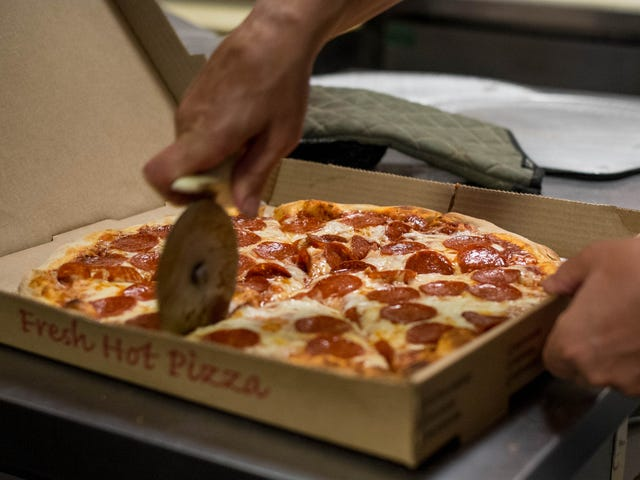Pizzeria manager drives 225 miles to deliver pizza to terminally ill man
