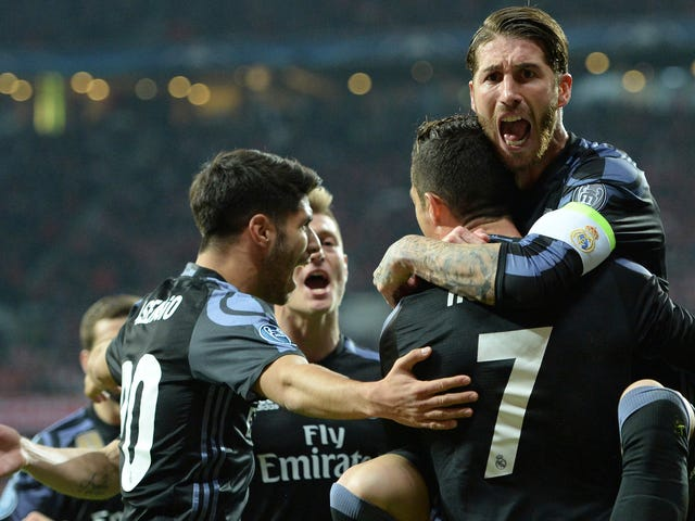 Sergio Ramosは、頭のほんの少しのうなずきで、ほぼ完璧なセットをまとめる