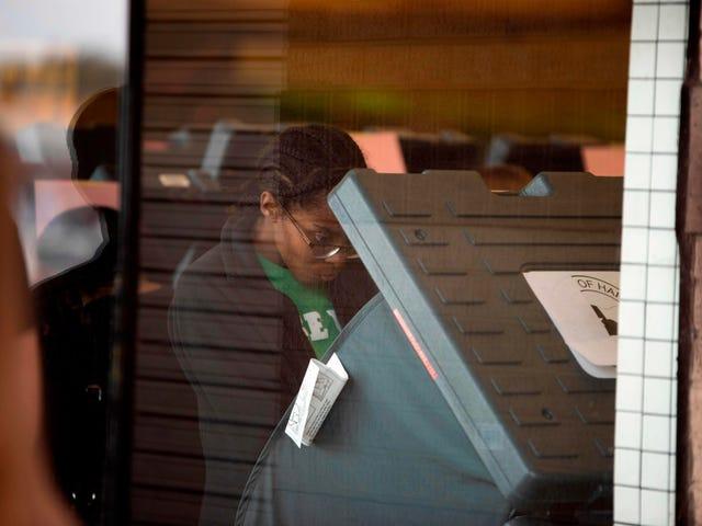 텍사스는 수백 개의 투표소를 폐쇄했습니다. 흑인과 라틴계 인구가 증가하는 지역에서 대부분