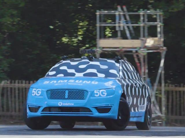 Vaughn Gittin Jr тестує телеоперацію за допомогою дрейфуючого автомобіля, якого він не є