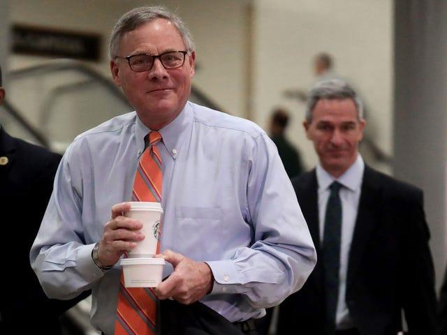 Ghi âm bí mật cho thấy Chủ tịch Ủy ban Tình báo Thượng viện đã cảnh báo các nhà tài trợ giàu có về coronavirus vài tuần trước chúng tôi