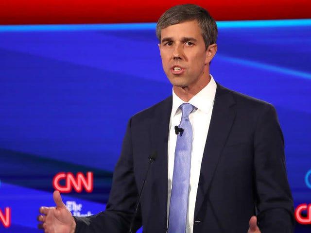 Beto, ses poches de campagne légères et ses nombres de sondages bas, s'incline hors de sa course pour le bureau ovale