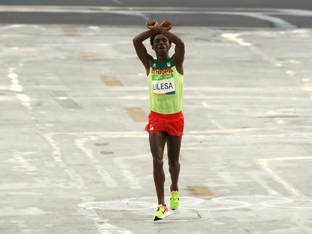 "Marathon Silver Medalist Feyisa Lilesa Says ""Maybe They Will Kill Me"" If He Returns To Ethiopia After Olympic Protest"