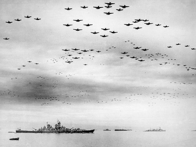 2. september 1945: Japanerne underskriver formelle overgivelsespapirer ombord USS Missouri, slutter WWII