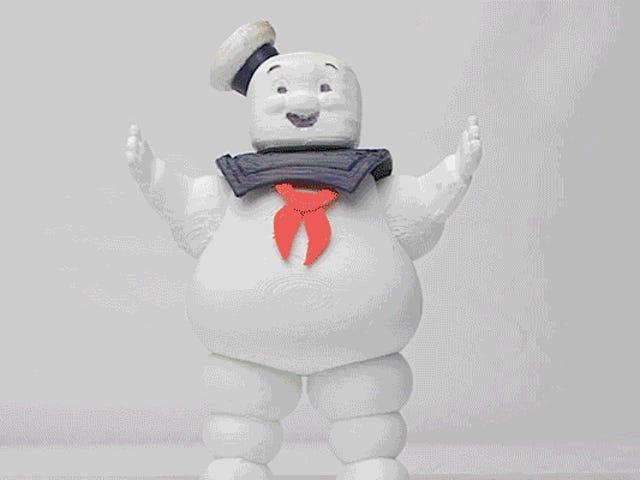 Beobachten Sie, wie ein Stay Puft Marshmallow Man auf entsetzlichste Weise dahinschmilzt