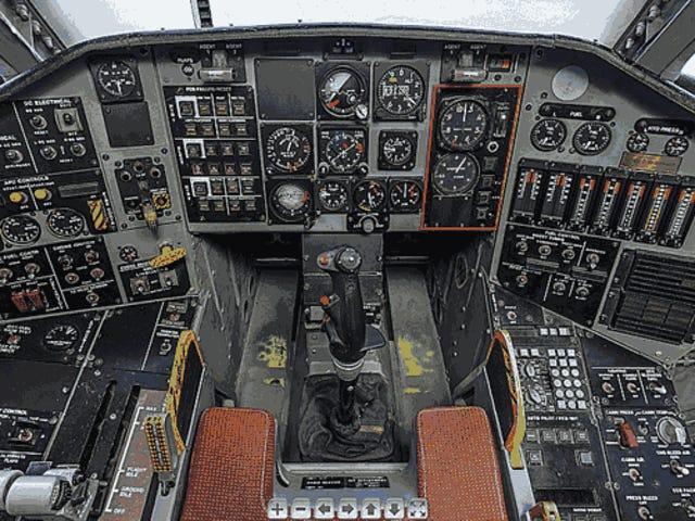 Σχεδόν περιηγηθείτε στο cockpit της μίας φορά κορυφαίας μυστικής tactic Blue Stealth Tech Demonstrator