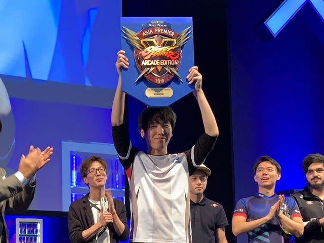 Juara Street Fighter Memberi Beribu-ribu Kepercayaan di Birokrasi Jepun
