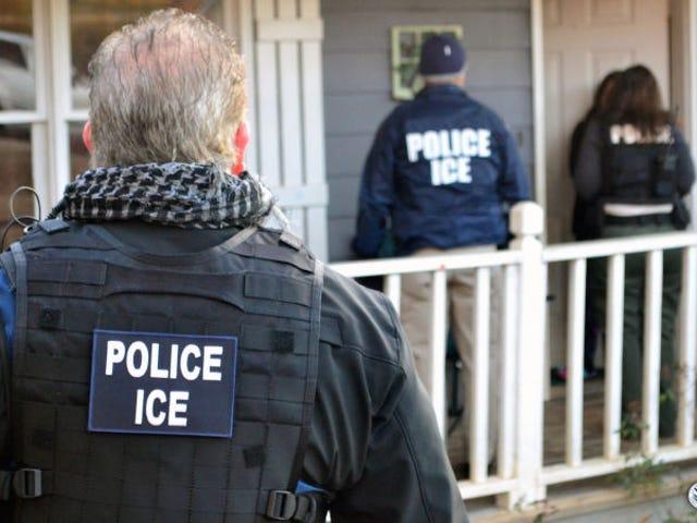 보고서 : 국토 안보부는 서류 미비 이민자 8,400 명을 대상으로 전국 공습 계획을 세웠다.