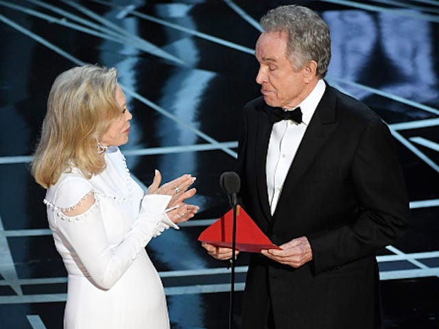 Faye Dunaway And Warren Beatty Squabbled Over Announcing Best Picture Award