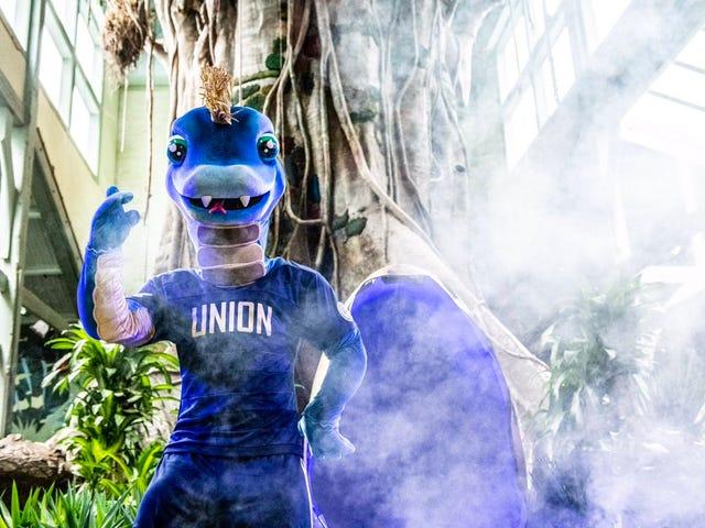 Philadelphia Union presenta una nuova mascotte, un serpente con braccia e gambe, che sono come le cose più importanti che un serpente non ha