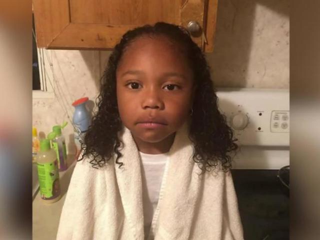 El Distrito Escolar de Texas le da dos opciones al niño de 4 años: cortarse el cabello o ponerse un vestido