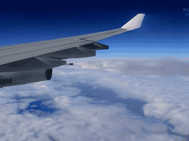 Perché gli aerei a volte versano quasi tutto il loro carburante durante il volo