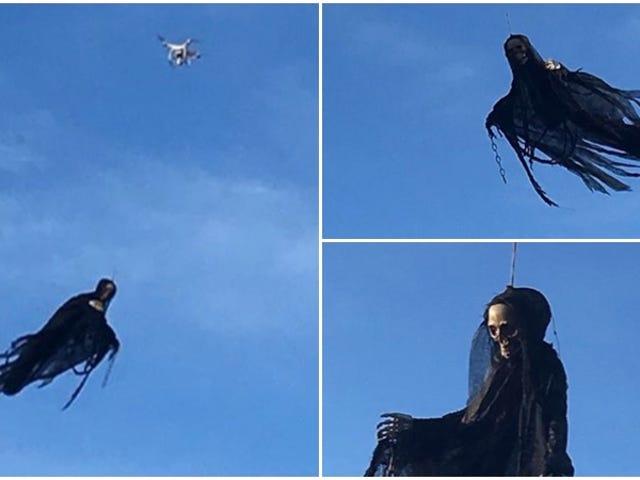 Un dron y un disfraz de la Parca es todo lo que hace falta para causar el pánico este Halloween