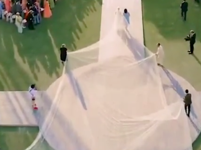 Vi snakker ikke nok om Priyanka Chopras utrolige dramatiske og store bryllupssveil