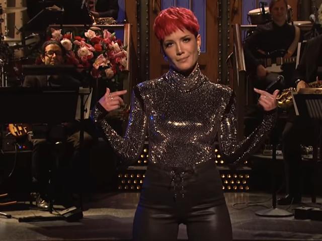 <i>Saturday Night Live</i> lemah meminta terlalu banyak dari host pertama / tamu musikal Halsey