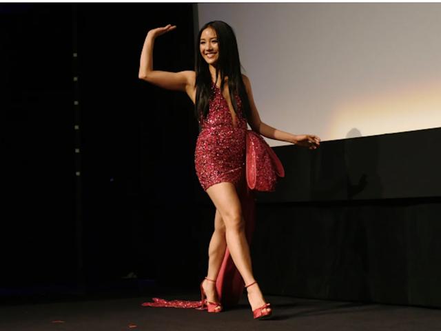 Constance Wu kiếm được 600 đô la đêm đầu tiên và duy nhất của cô như một vũ nữ thoát y