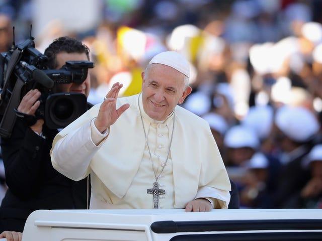 Paus Franciscus zegt dat vrouwen gek kunnen zijn dat de katholieke kerk seksistisch is, maar het seksistisch wil houden