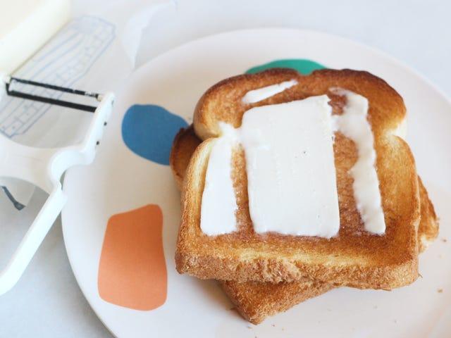 Brug en vegetabilsk skræl til perfekt smørret ristet brød