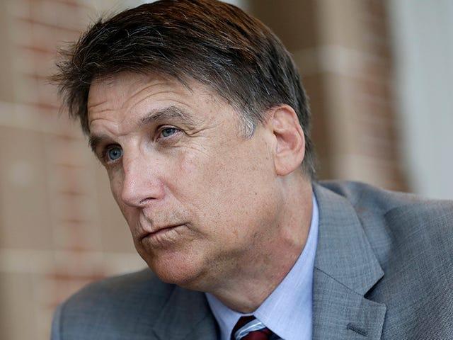 North Carolina werd verteld dat ze de Civil Rights Act schenden, dus ze hebben het Amerikaanse ministerie van Justitie aangeklaagd