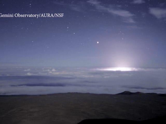 Este timelapse de la erupción del Kilauea desde la montaña más alta de Hawái te dejará sin aliento