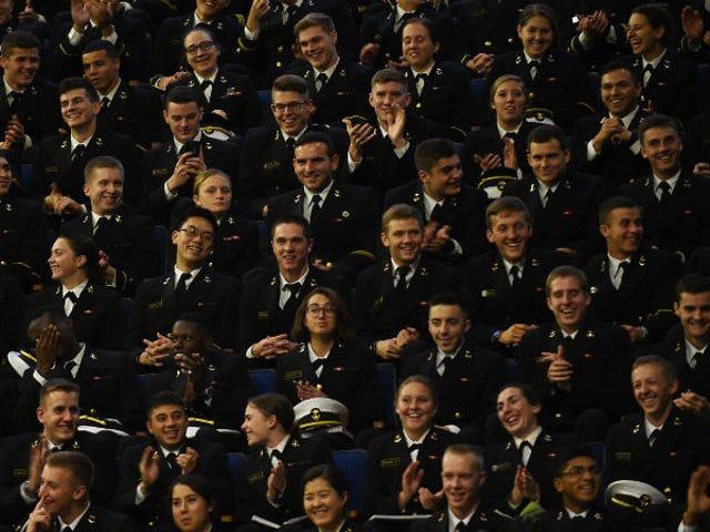 Militære Bros er cirkulerende Eksplicitte Billeder af Kvinder Servicemedlemmer Via Dropbox