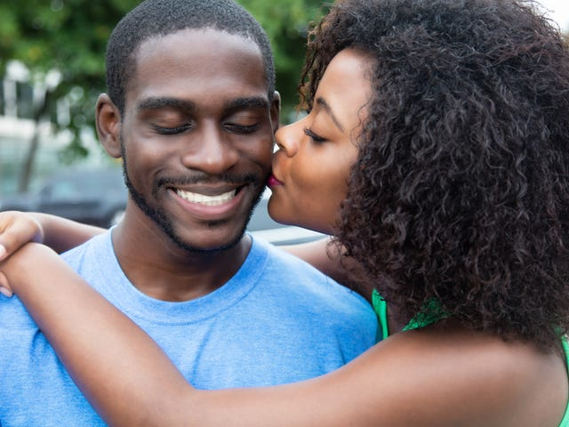 10 Signs You're Dating a Woman With Natural Hair