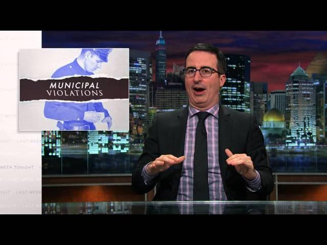 Ο John Oliver αναλύει γιατί τα εισιτήρια είναι σκουπίδια