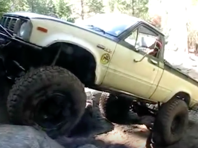 Here's How An Old Toyota Pickup Can Climb Anything With A 511:1 Crawl Ratio