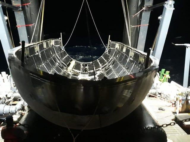 Los tres cohetes no son lo único que SpaceX aterrizó tras el lanzamiento del Falcon Heavy