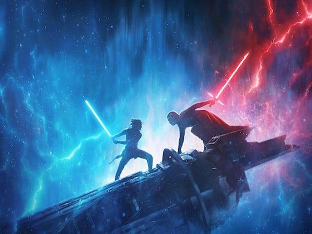 Nya scener från Star Wars: The Rise of Skywalker visar Rey med en svart huva och ett rött dubbelt lasersvärd