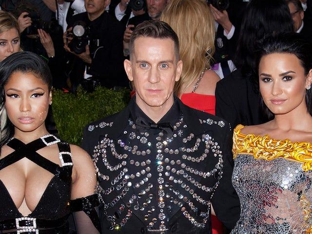 Kyllä, Nicki Minaj röyhkii Demi Lovaton kanssa.  Ei, Demi Lovato ei välitä