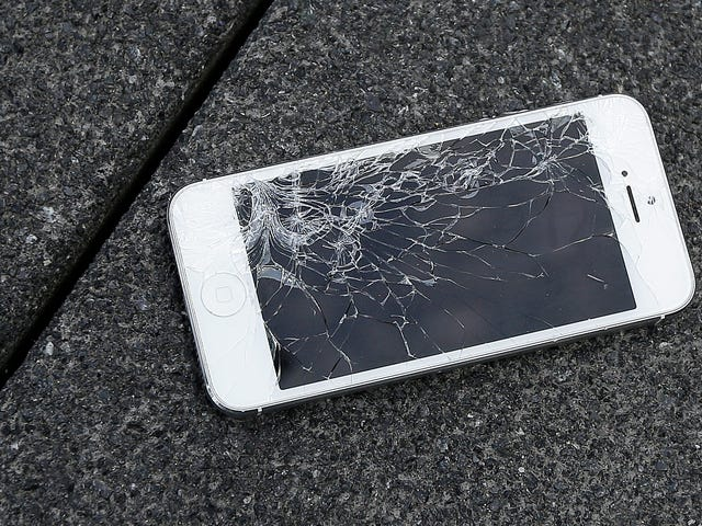 Right to Repair Advocate Has iPhone Screens Seized by Border Patrol