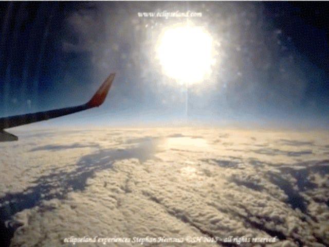 Eclipse solar total de la semana pasada: visto desde 35,000 pies