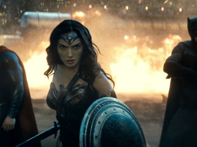 Zack Snyder Hampir Menambah Dua Lagi Batman Villains ke <i>Batman v Superman</i>