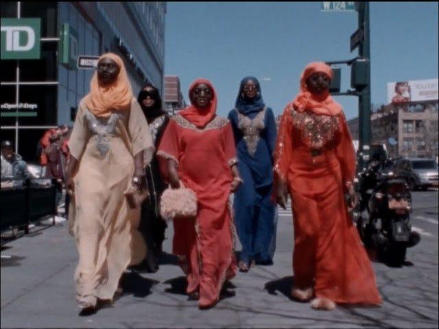 Harlem et Hijabs: le mannequin Adesuwa Aighewi devient directeur avec une célébration de la beauté musulmane