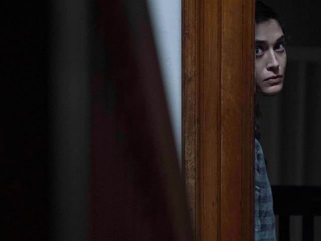 Lizzy Caplan on departing Castle Rock, plus we pay a little visit to Stumptown