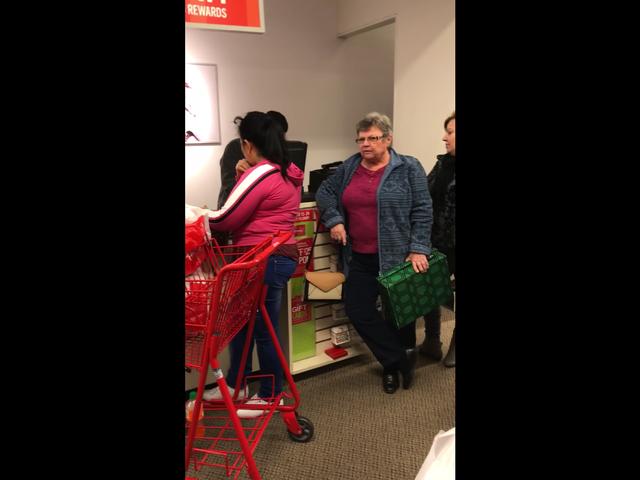 'Kembalilah ke Mana Pun Anda Datang Dari': Ky. Wanita Terperangkap dalam Rasis, Mengomel Terhadap Orang-Orang Hispanik