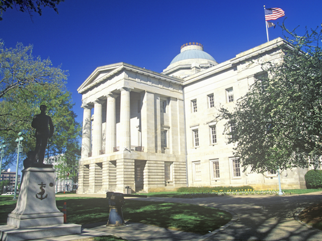 ノースカロライナの議員は反LGBT法案を一掃するラッシュ