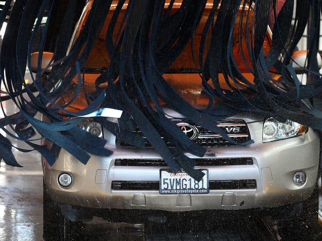 Ecco perché non dovresti mai portare la tua auto in un autolavaggio