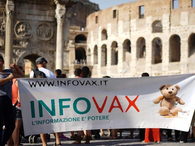 """Itália começa a impor a política """"sem vacina, sem escola"""" após o prazo expirar"""