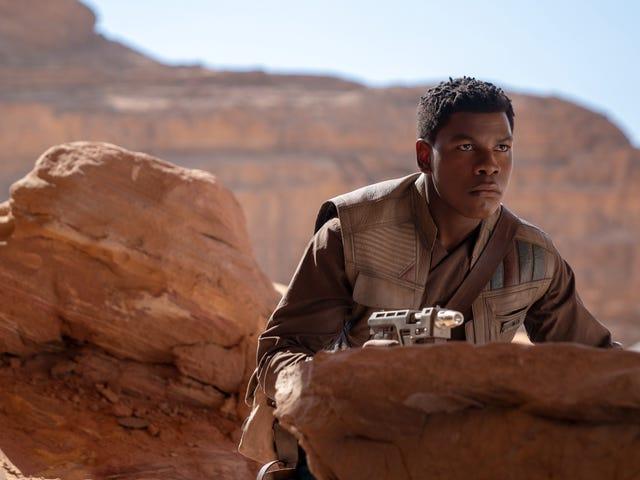 John Boyega benar-benar memeluk nasibnya sebagai troli Star Wars yang paling berkuasa planet
