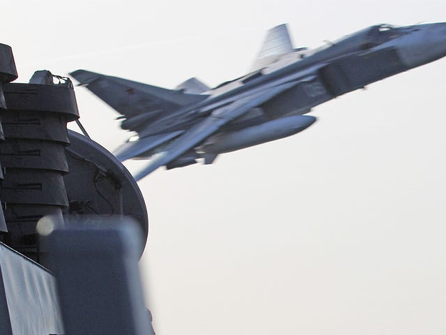 Russian Attack Jets Aggressively Fly Over U.S. Destroyer In The Baltic Sea