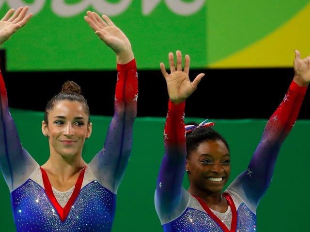 Simone Biles conquista la sua quarta e ultima medaglia d'oro a Rio in Floor come Aly Raisman Nabs Silver