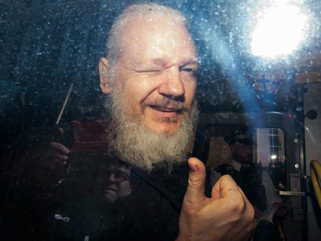 Il Dipartimento di Giustizia addebita a Julian Assange una cospirazione per hackerare il computer del governo degli Stati Uniti
