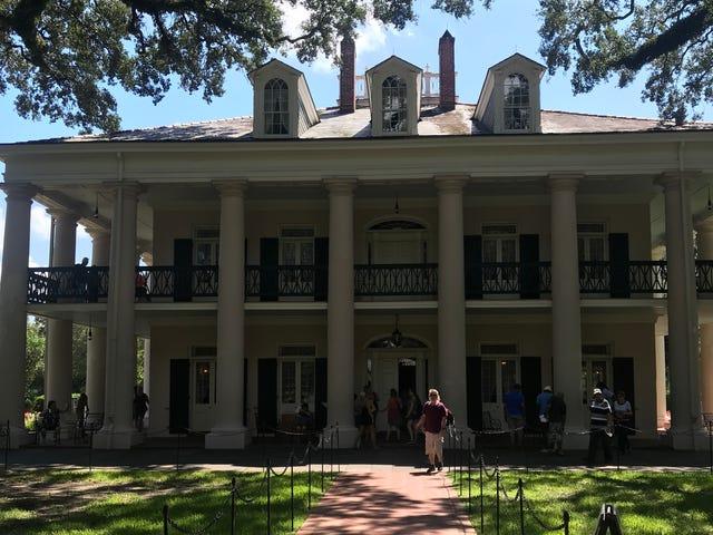 Quem teria pensado Touring uma plantação de Louisiana foi uma boa atividade para um fim de semana de despedida de solteiro?
