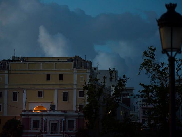 Casi dos meses después del huracán María, la mitad de Puerto Rico sigue sin energía eléctrica