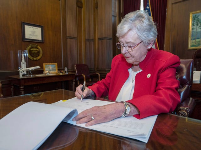 Alabama Governor Signs Bill Requiring 'Chemical Castration' for Some Sex Offenders